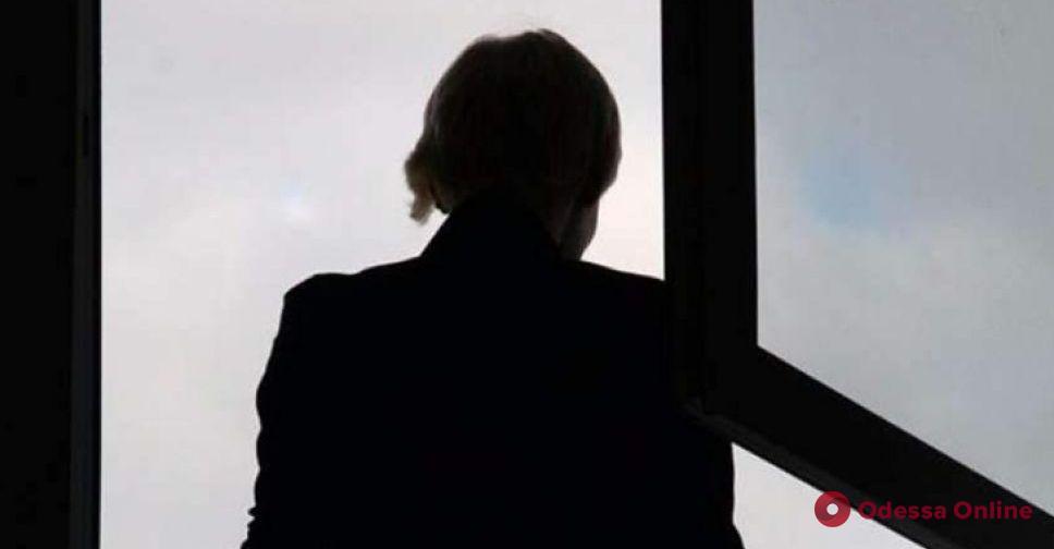 В Одессе из окна четвертого этажа выпала 91-летняя женщина