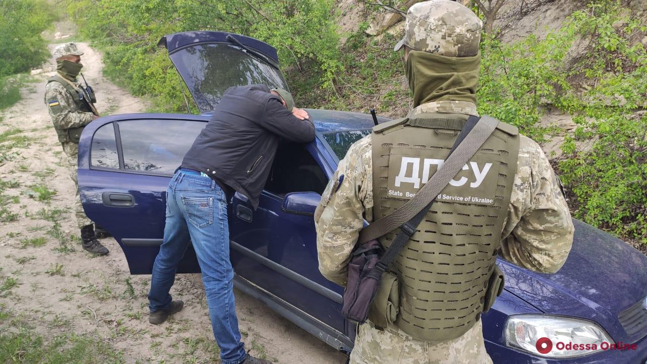 В Одесской области пограничники задержали Opel с контрабандой