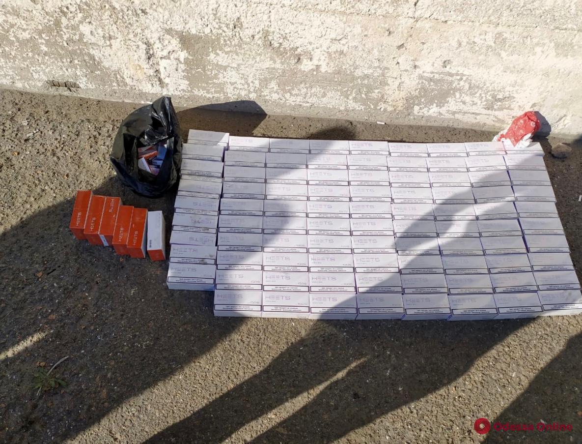 В порту Черноморска нашли крупную партию контрабандных стиков HEETS для IQOS