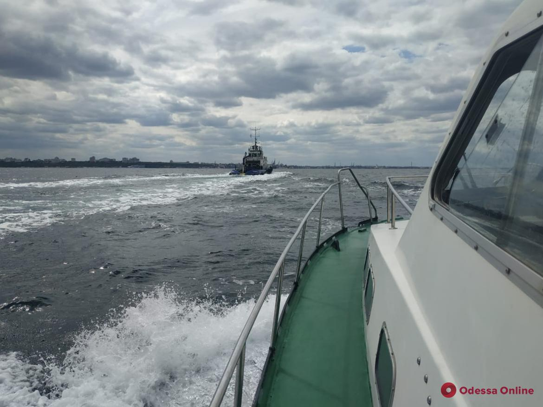 Пограничники отряда морской охраны спасали капитана одесского буксира от сердечного приступа