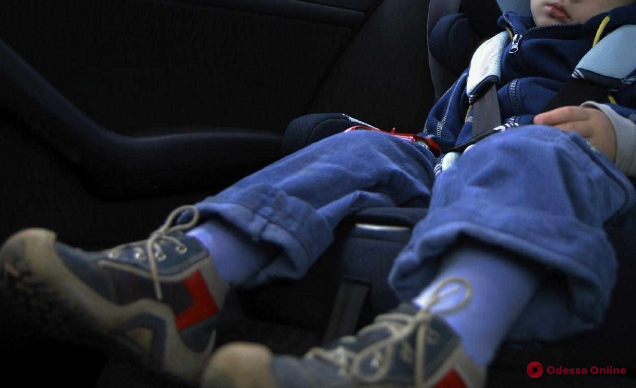 В Одессе спасли запертого в машине семимесячного ребенка