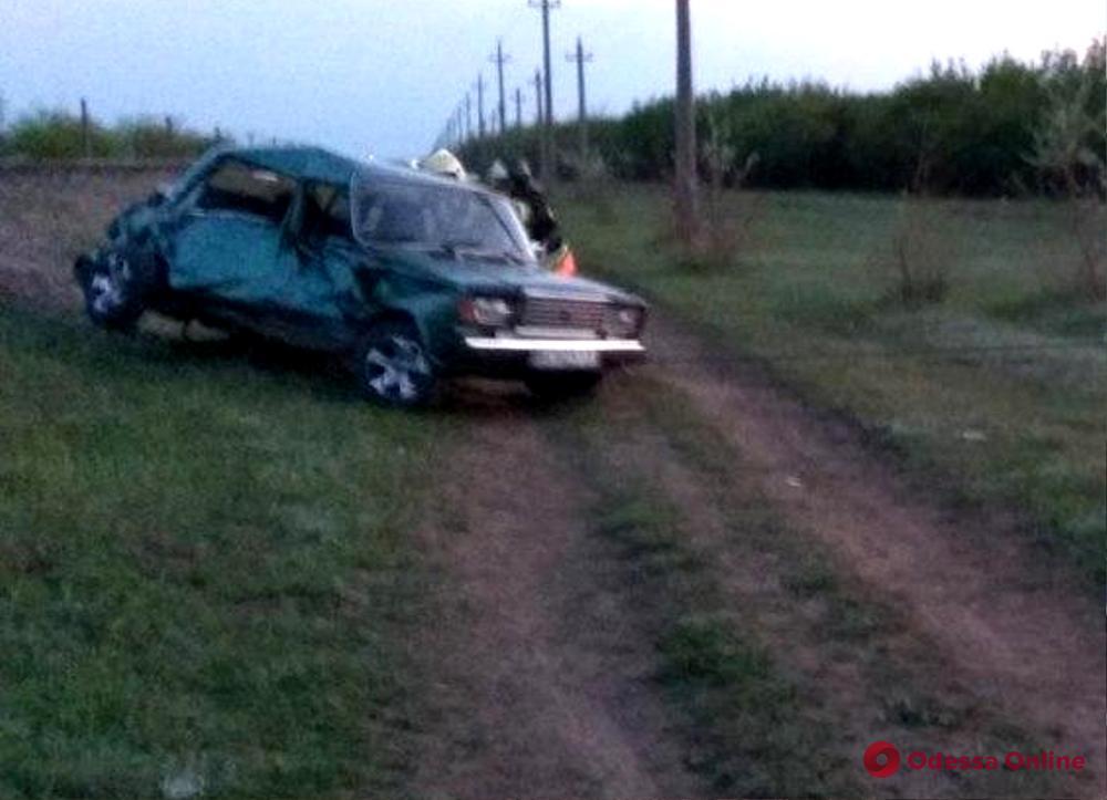В Одесской области на переезде легковушка столкнулась с тепловозом — двое пострадавших