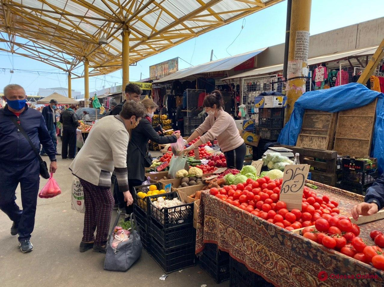 В Одессе открылись рынки: горожане активно делают базар на «Привозе» (фото)