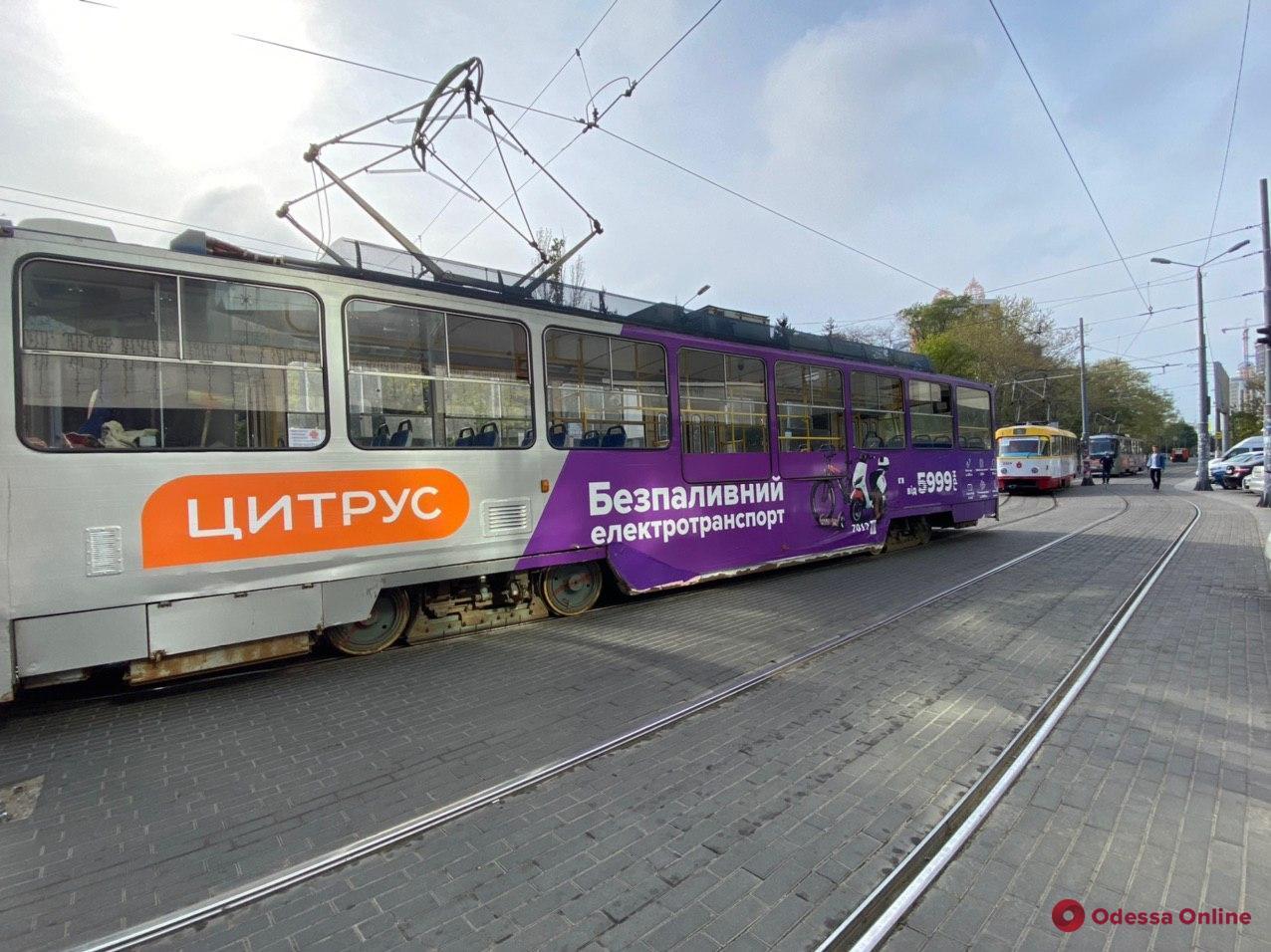 Автохам заблокировал движение трамваев в Аркадии (фото)