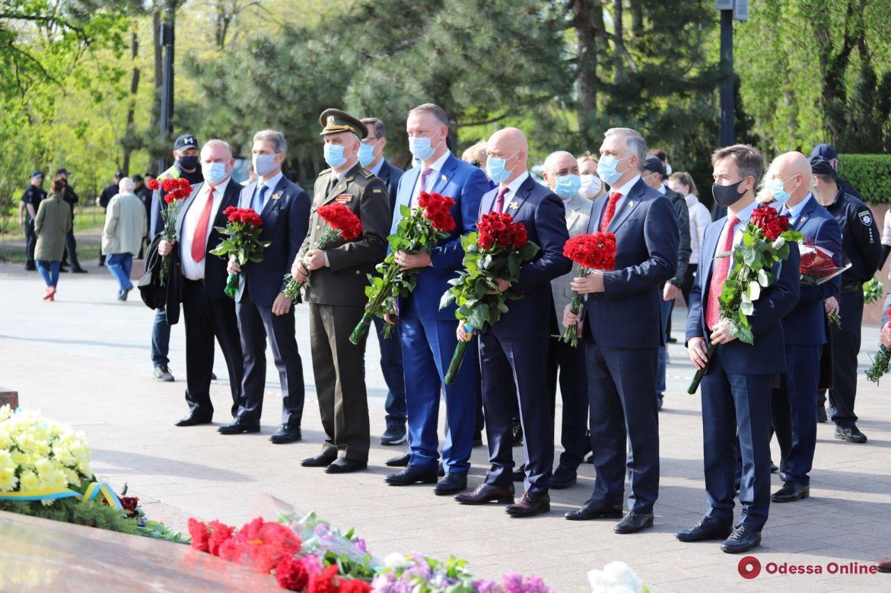 Геннадий Труханов поздравил одесситов с Днем Победы (видео)