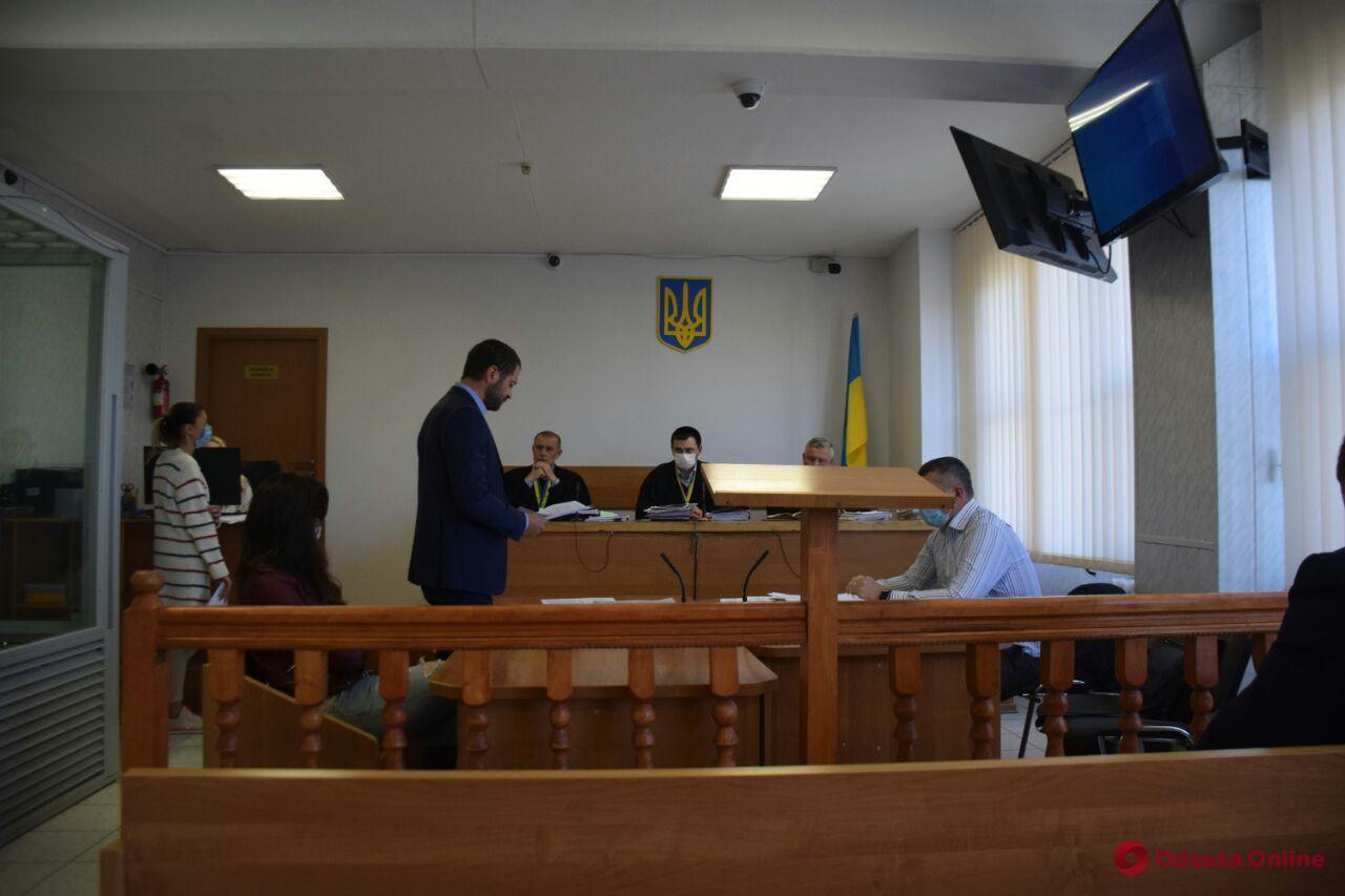Суд смягчил меру пресечения госрегистратору, которая незаконно переоформила ресторан в Одессе