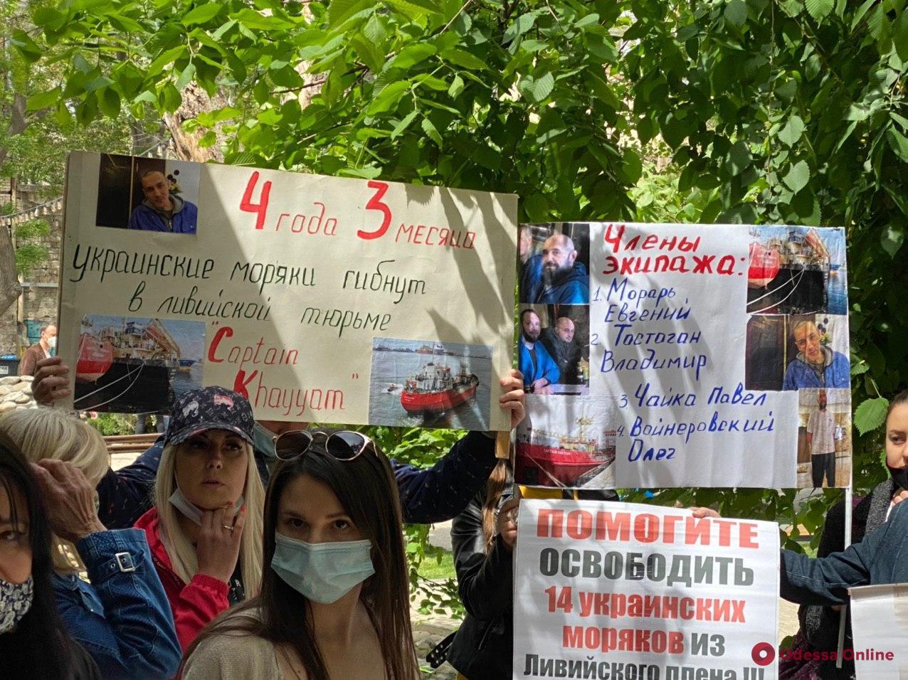 Находятся в ливийских тюрьмах больше трёх лет: украинские моряки объявили голодовку