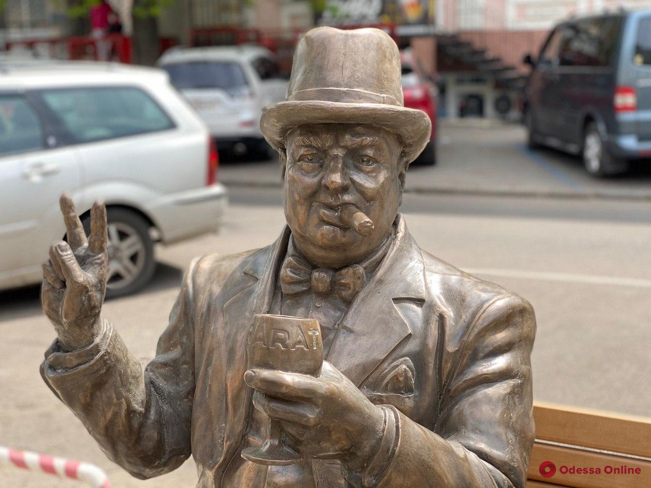 Уинстон Черчилль, Орнелла Мути и Фрунзик Мкртчян: мировые звезды на одесском рынке (фото)