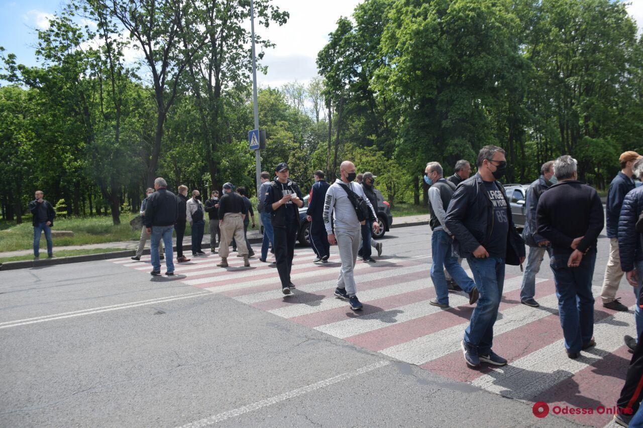В Одессе митингующие перекрыли дорогу на улице Центральный Аэропорт (фото)