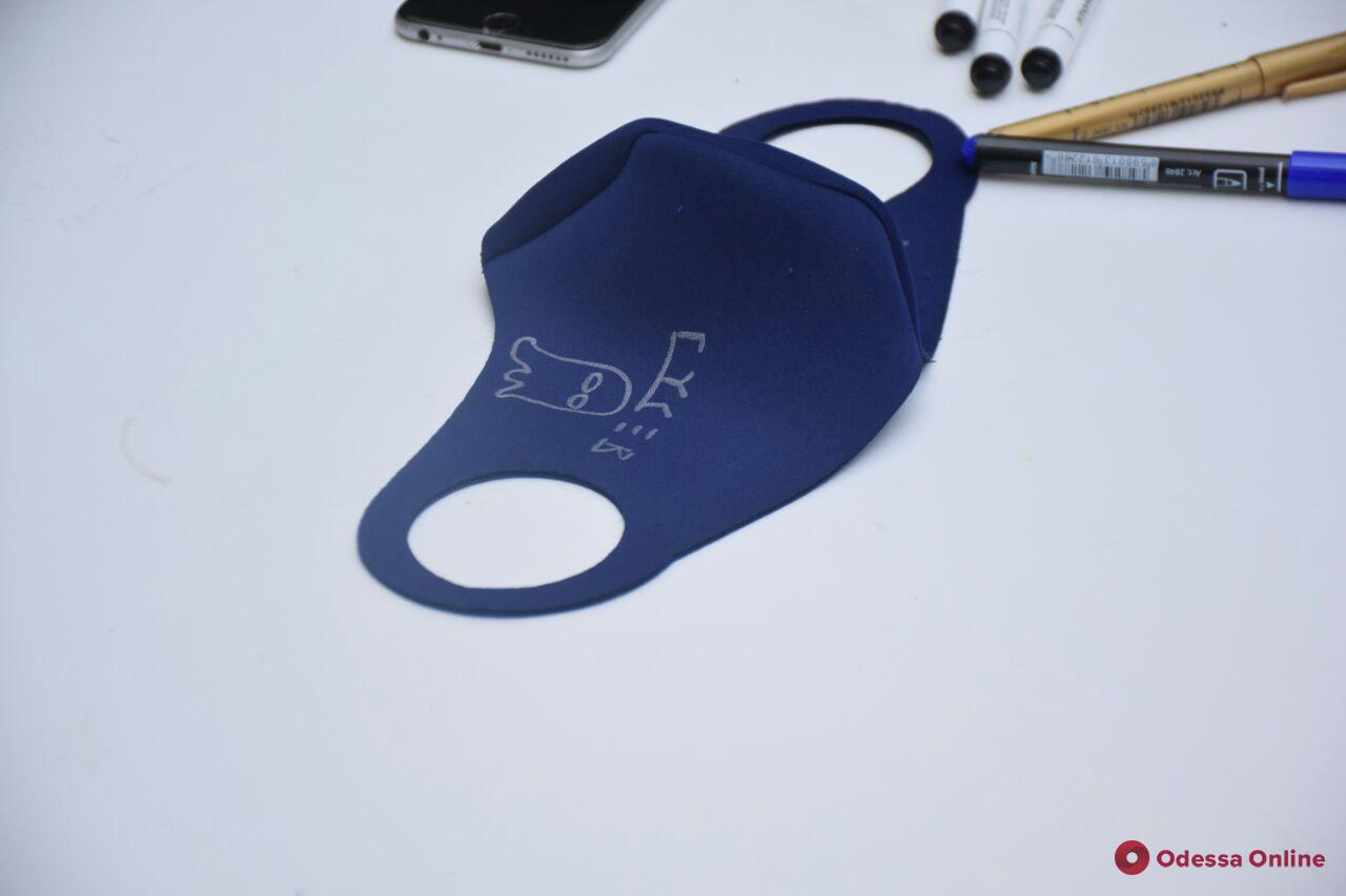 В одесском музее художники провели автограф-сессию на масках