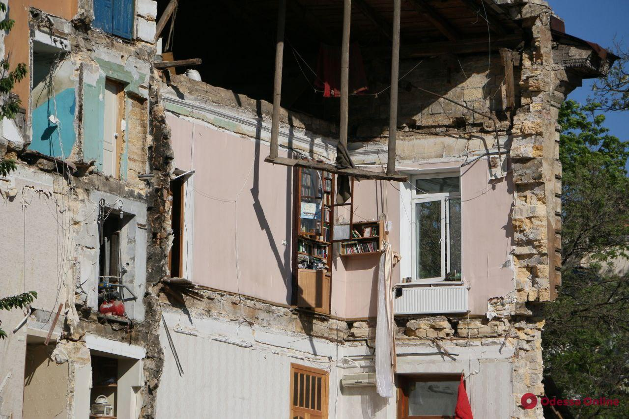 На Торговой обрушилась часть старинного жилого дома (фото, видео, обновлено)