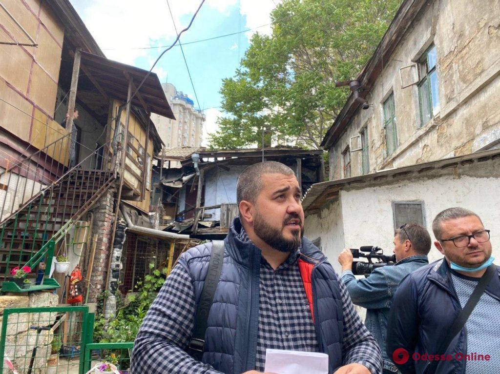 В обвалившемся доме на Среднефонтанской проведут экспертизу (фото)