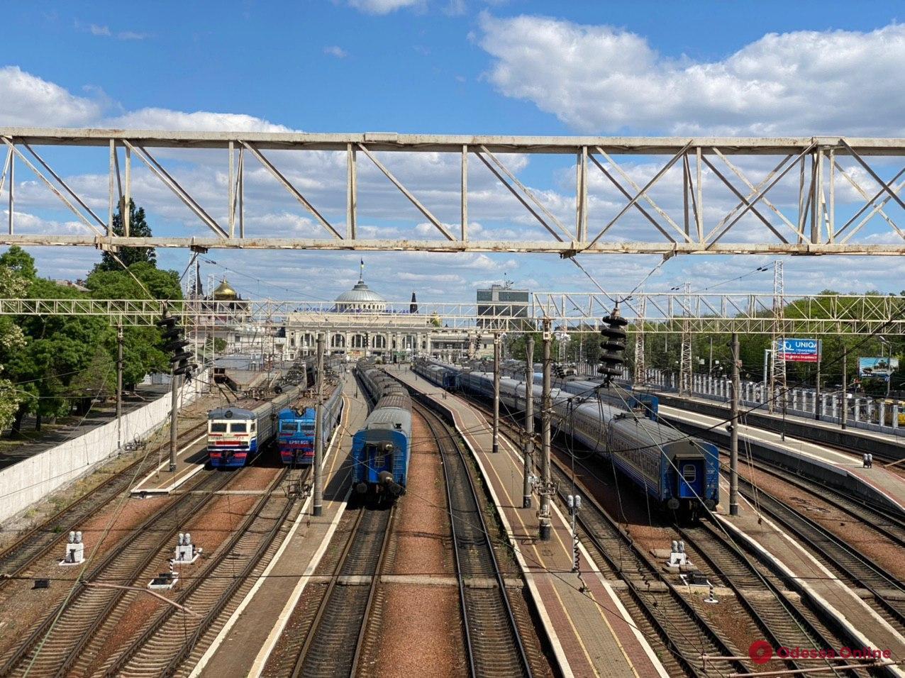 В Одесской области 15-летняя девочка получила удар током на вагоне поезда