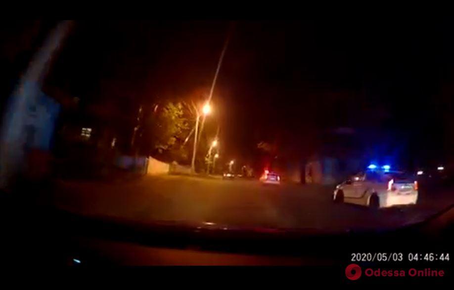 В Одессе водитель «под кайфом» уходил от погони и врезался в полицейский автомобиль (видео)