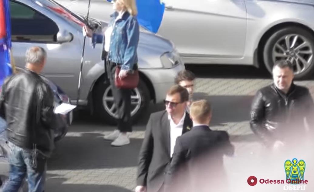 У Скорика не рассчитались с таксистами за автопробег ко Дню Победы (видео)