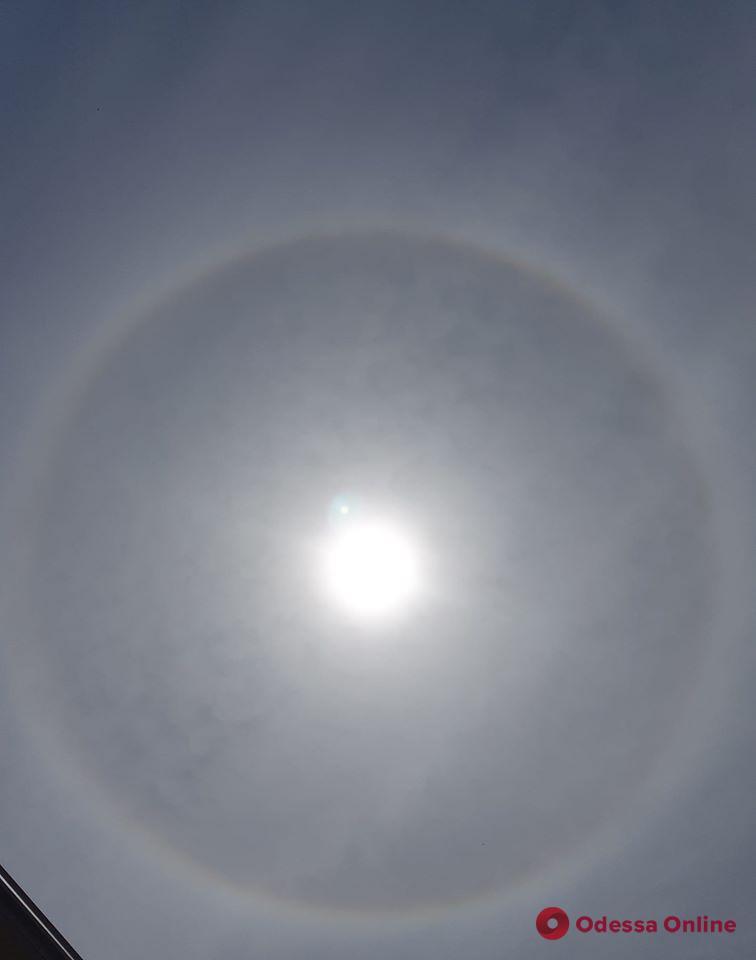 Одесситы наблюдали красивое атмосферное явление (фотофакт)