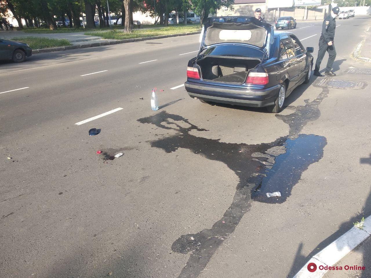 В Одессе на пешеходном переходе BMW сбил мужчину