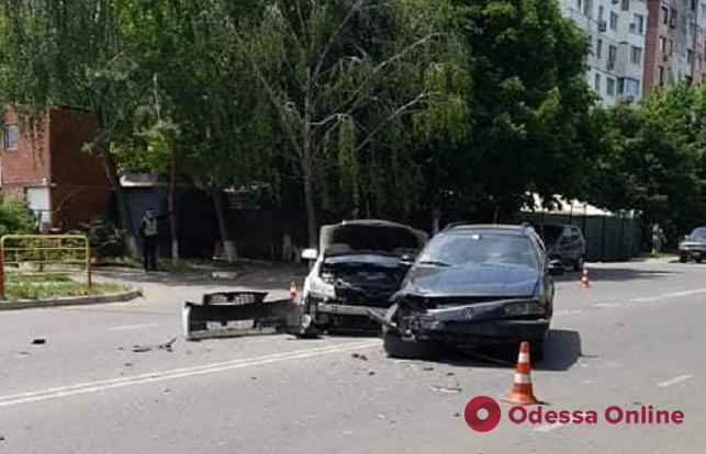 На поселке Котовского столкнулись Nissan и Volkswagen