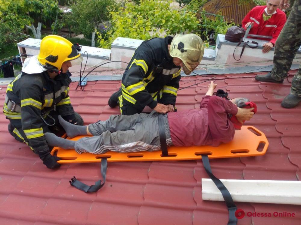 Спасатели помогли упавшему с высоты жителю Лиманского района