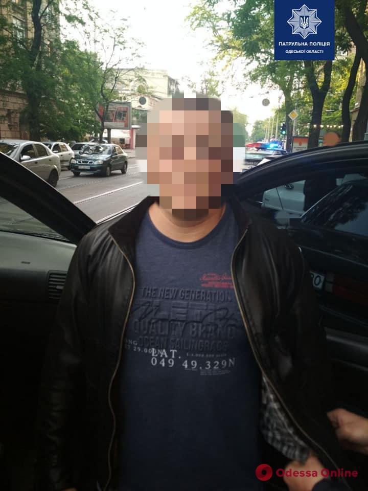 В центре Одессы патрульные задержали похитителя человека