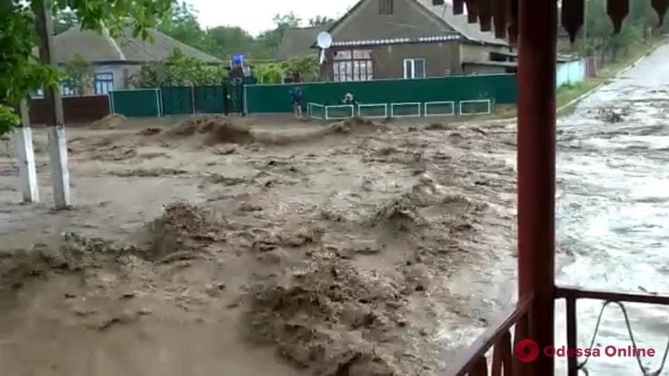 Из-за проливных дождей в Ренийском районе произошло массовое затопление улиц (видео)