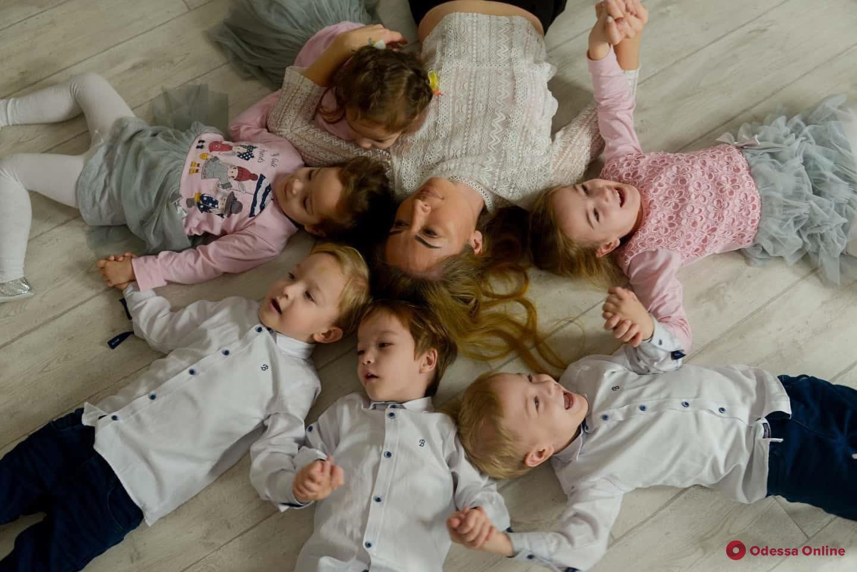 Суд лишил отца одесских пятерняшек родительских прав