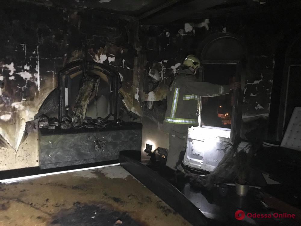 В многоэтажке на Люстдорфской дороге произошел пожар (фото)
