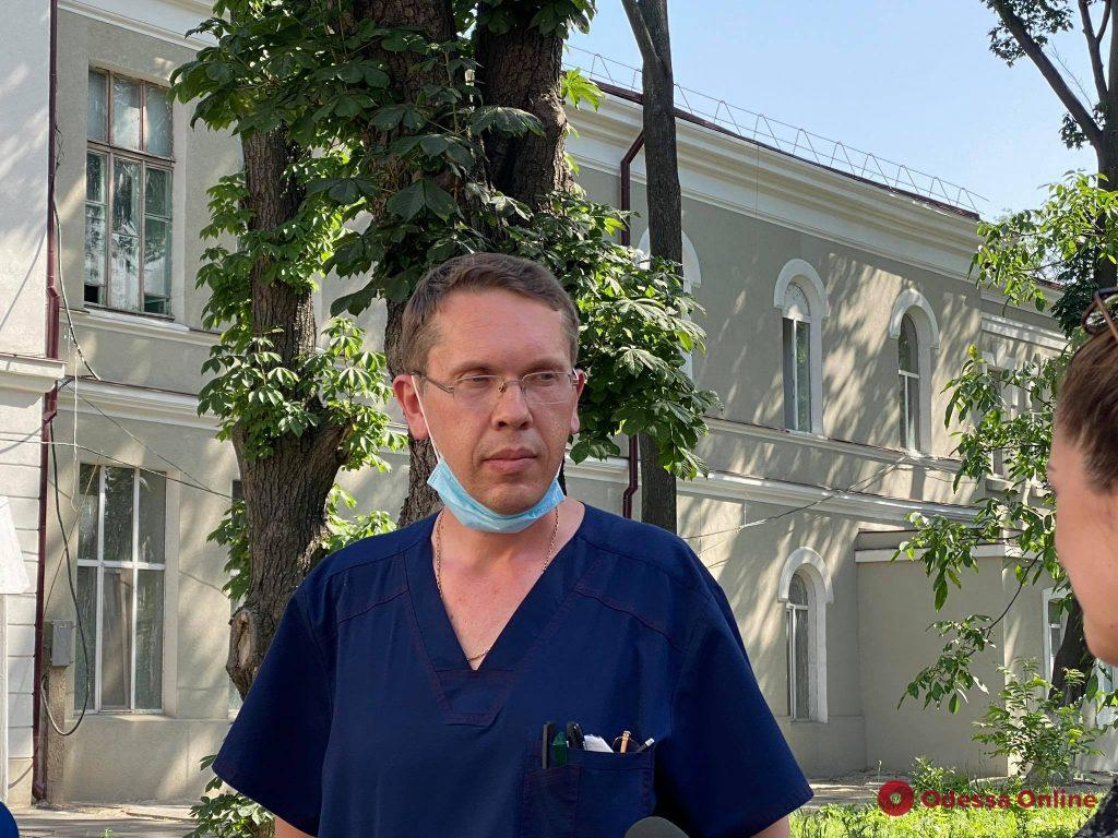 Медики рассказали о состоянии пострадавшего при обрушении дома на Ясной мужчины