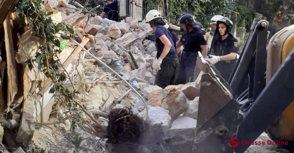 Спасатели продолжают разбирать завалы рухнувшего дома на Ясной (видео)