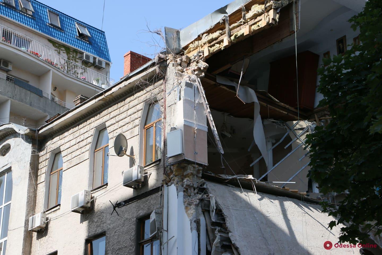 Одесса: 11 жильцов из рухнувшего дома на Ясной отселили (видео)