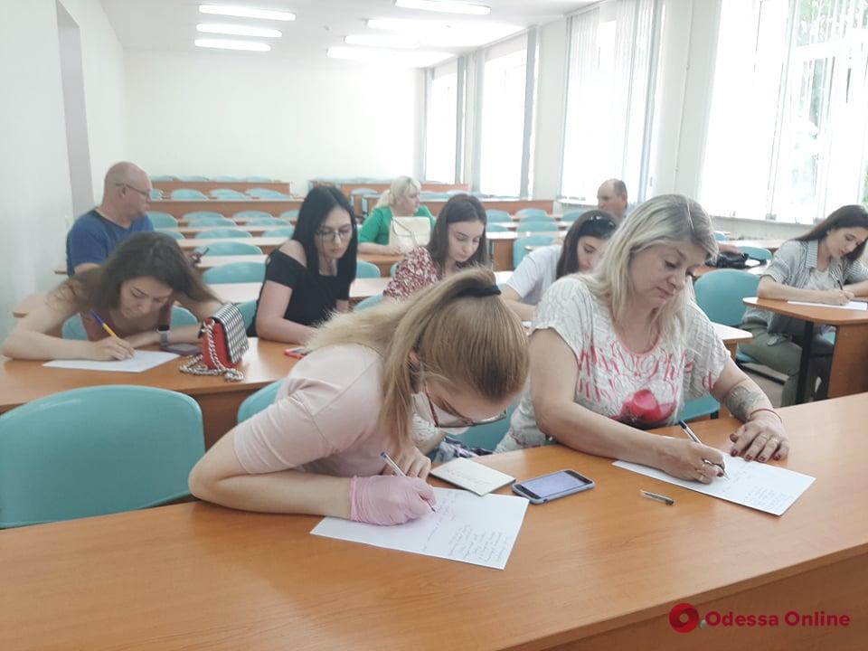 Оставшимся без диплома фармацевтов и косметологов студентам МГУ придется потерять год, чтобы получить степень бакалавра