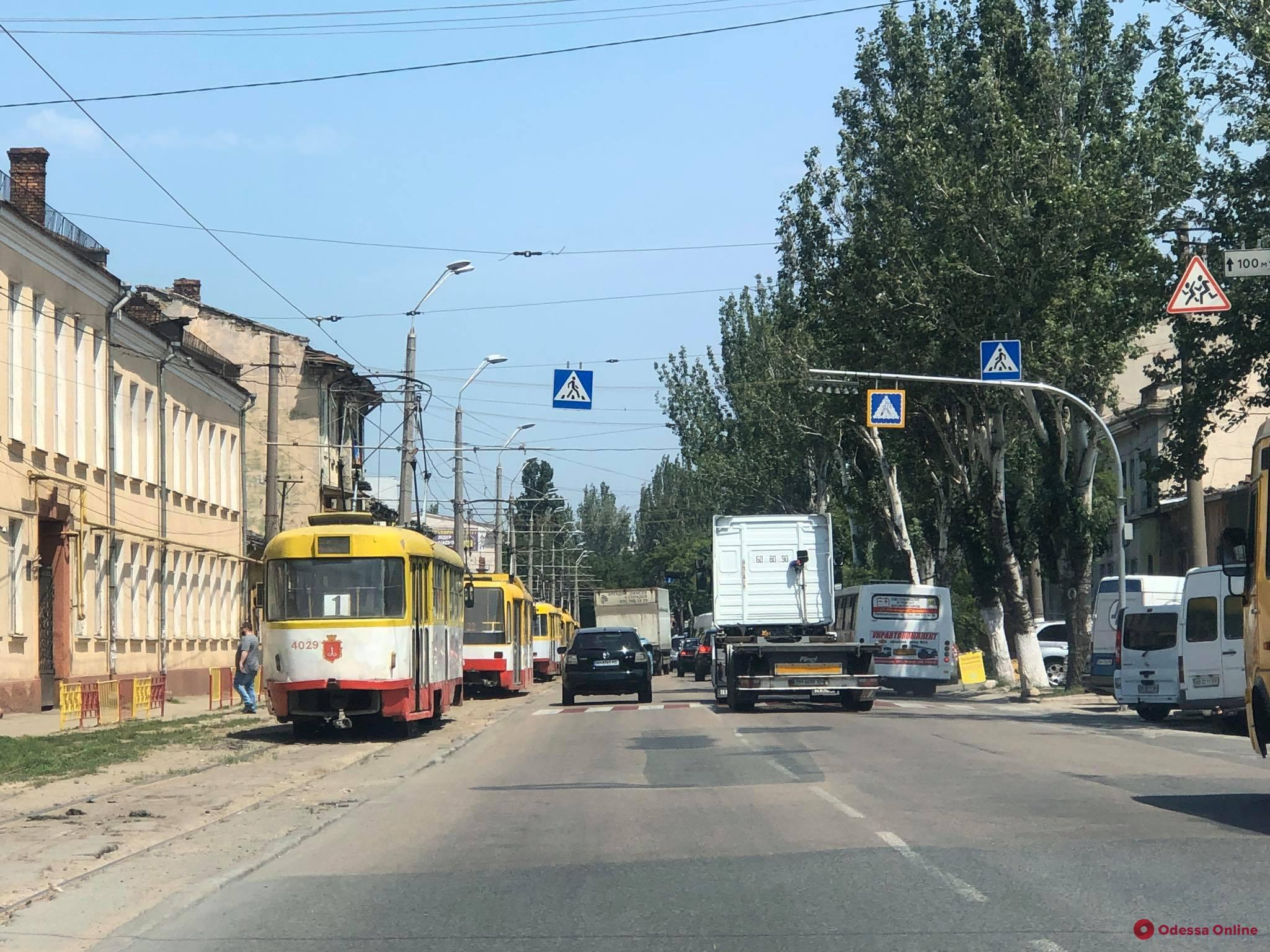 Из-за ДТП на Пересыпи парализовано движение трамваев