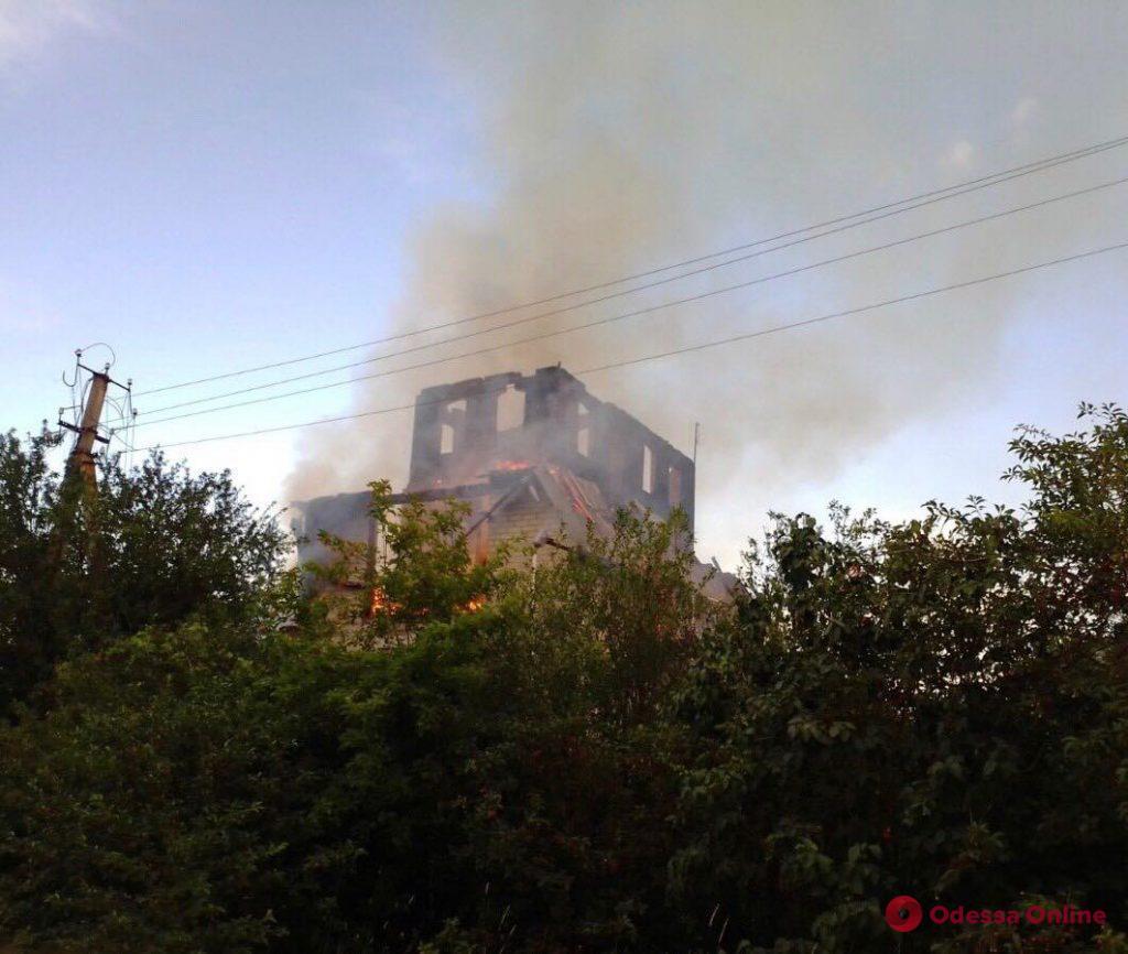 В Лиманском районе сгорел дачный дом