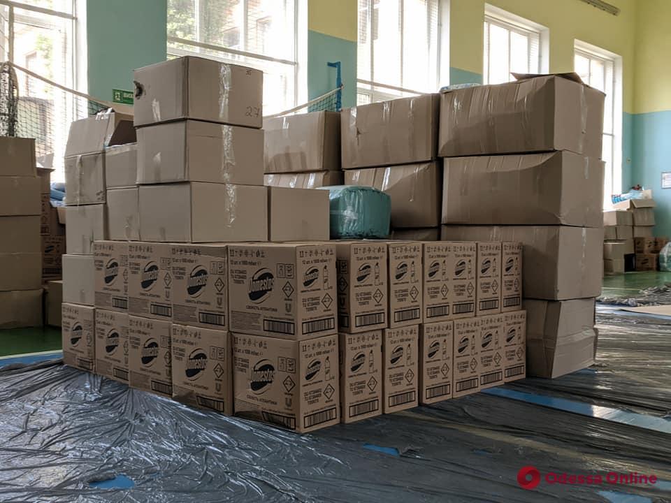 Маски и дезинфекторы: Одесская область получила гуманитарную помощь для проведения ВНО