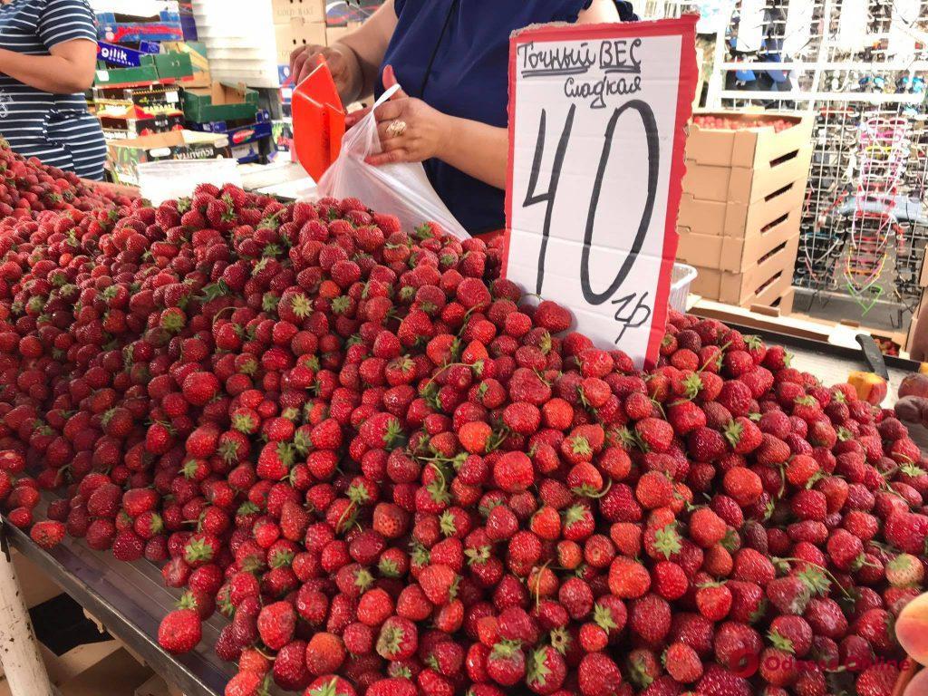 Сладкая кукуруза, креветки и киш-миш: воскресные цены на одесском «Привозе»