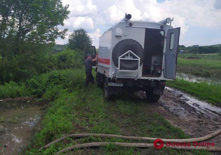 Последствия непогоды: в Одесской области продолжают откачивать воду из подтопленных домов