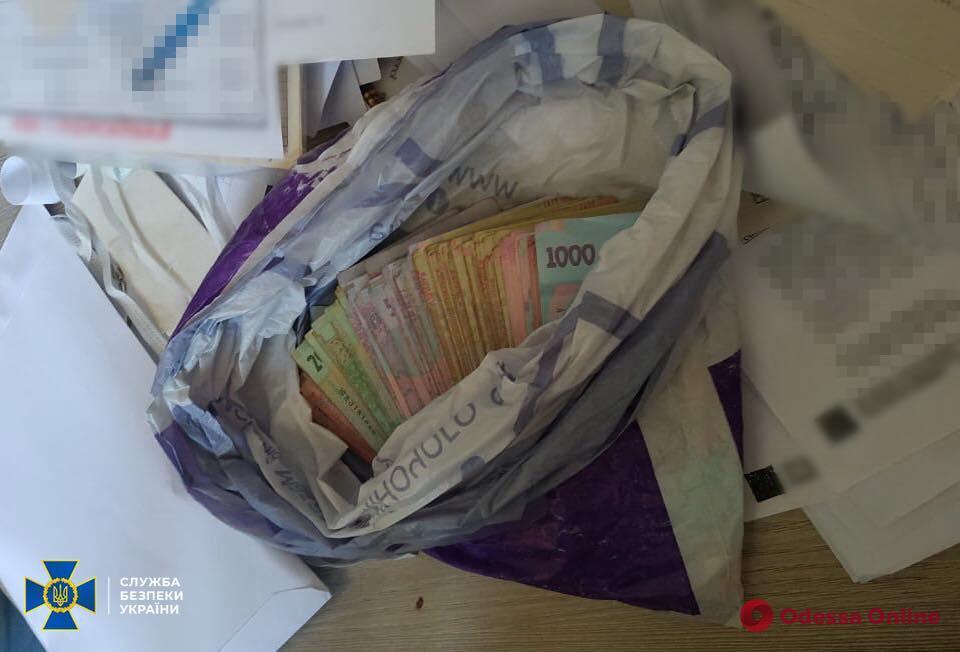 Вымогала деньги у пациентов за медпомощь: в Одессе задержали завотделением одной из горбольниц