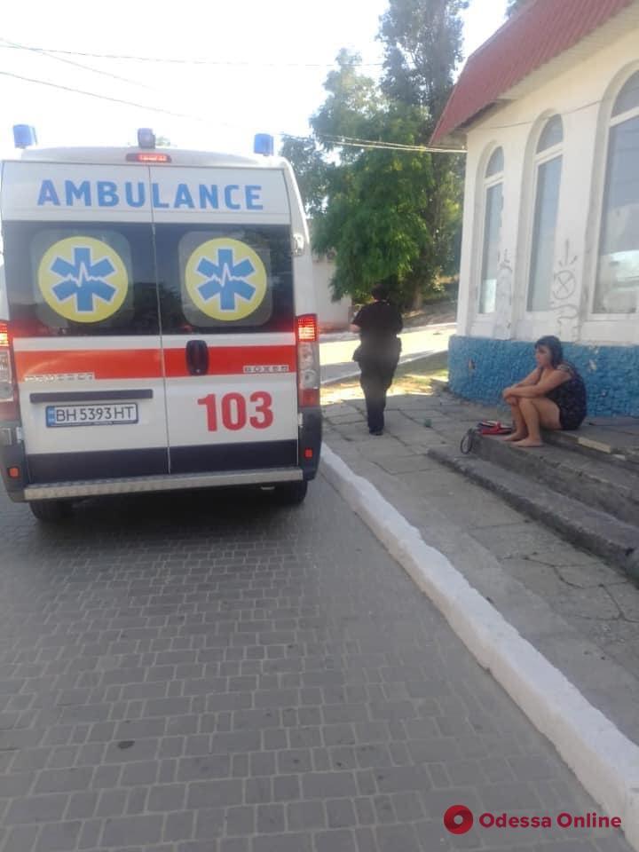 На пляже «Отрада» пьяная девушка пыталась покончить с собой (фото)