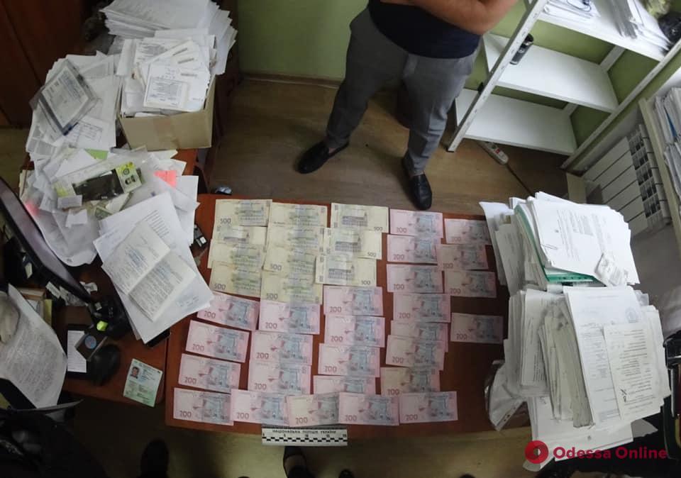 В Одессе на взятке поймали сотрудника государственной исполнительной службы