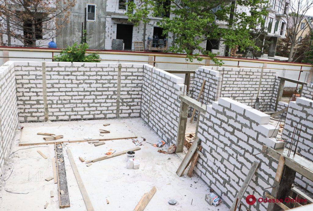 На Даче Ковалевского капитально ремонтируют детскую больницу (фото)