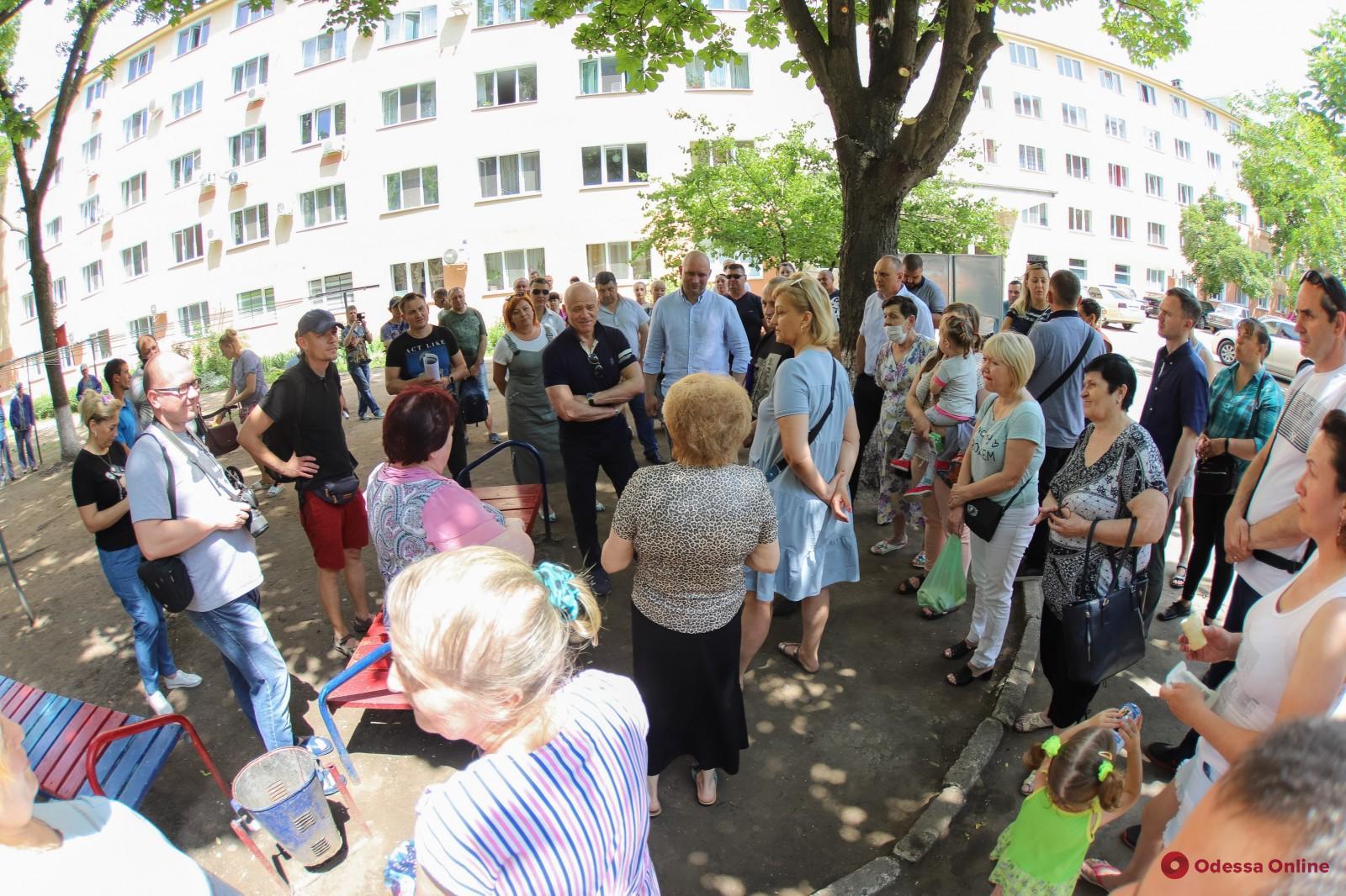 Геннадий Труханов провел совещание по вопросам ремонта общежития Одесгорэлектротранса