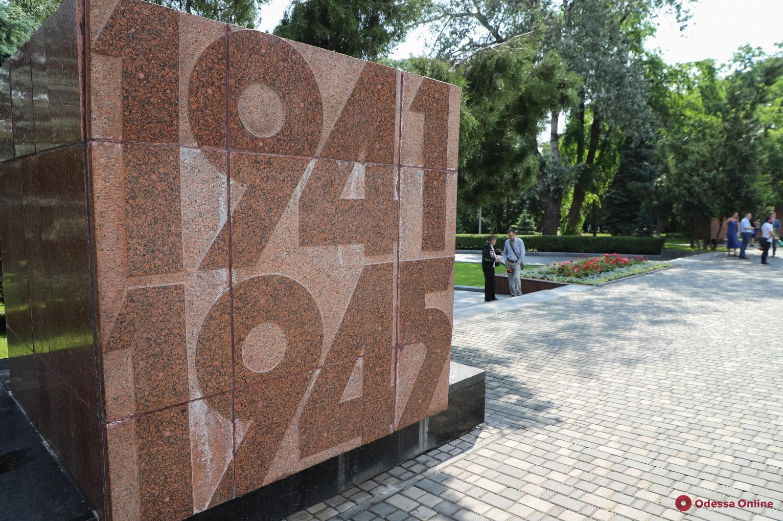 Геннадий Труханов почтил память погибших в годы Второй мировой войны (фото)