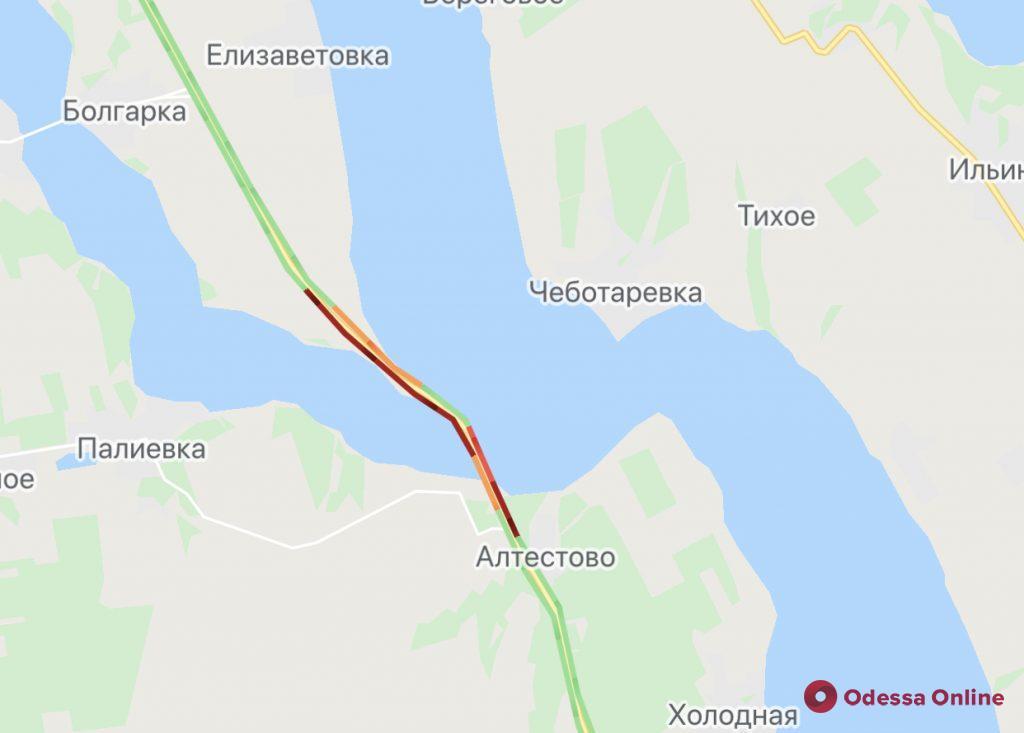 Все в Одессу: на Киевской трассе образовалась километровая пробка (фото)