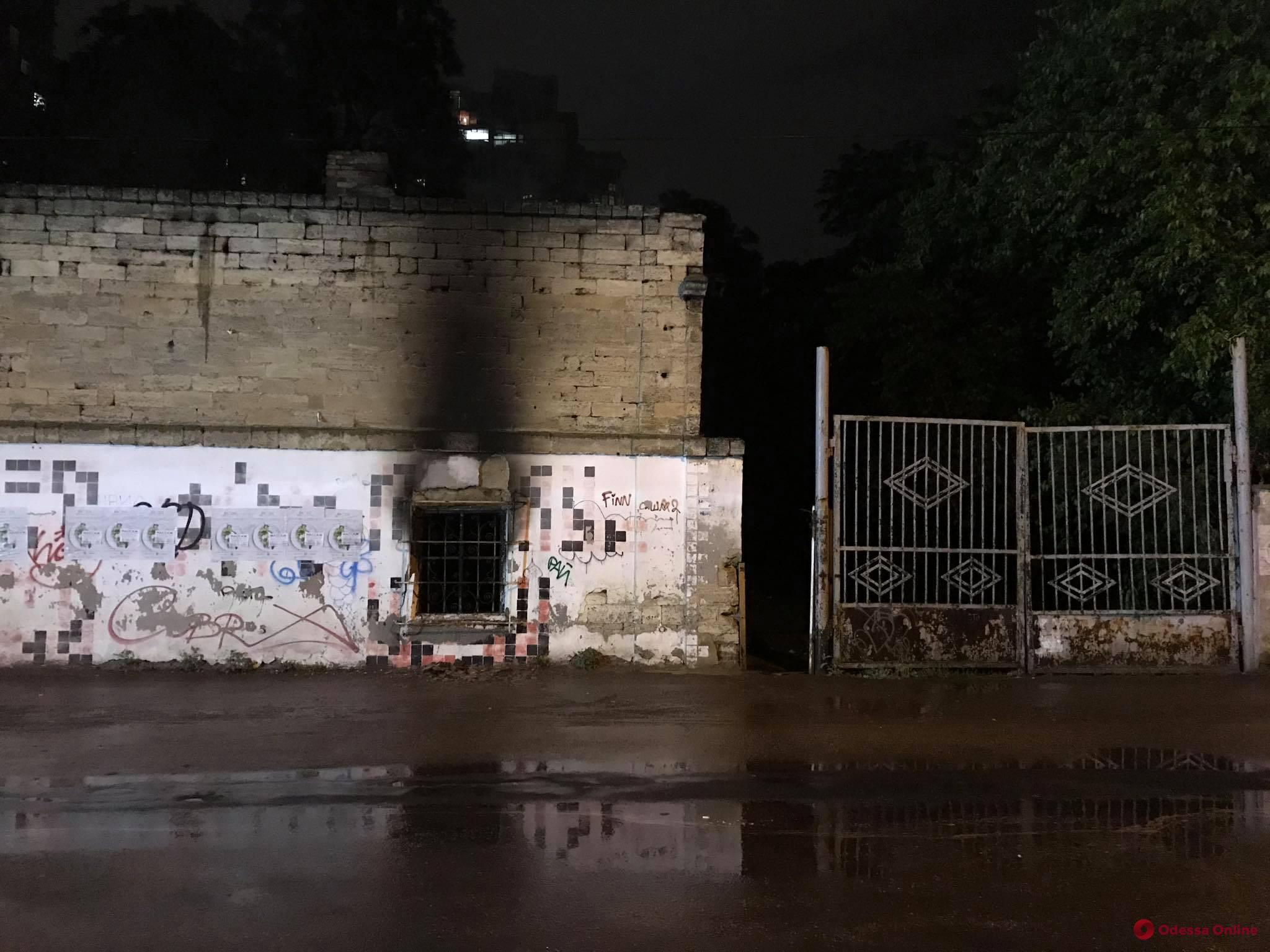 В Шампанском переулке горело заброшенное здание (фото)