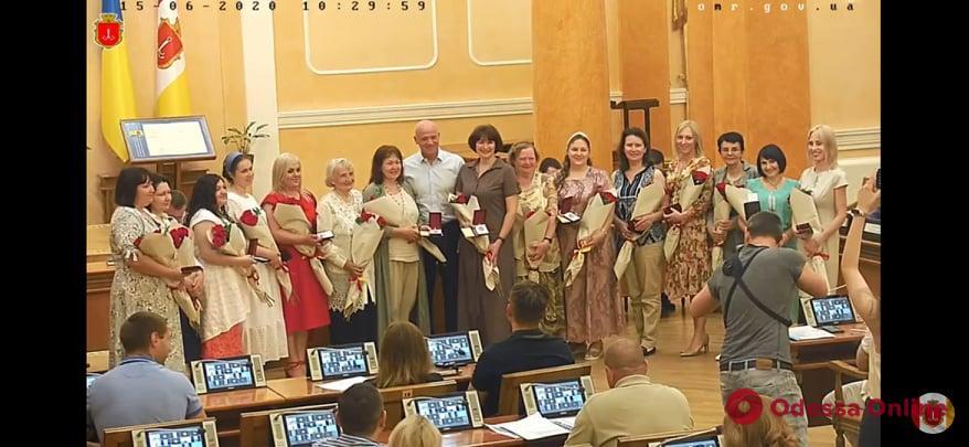 Пятнадцать одесситок получили почетное звание «Мать-героиня»