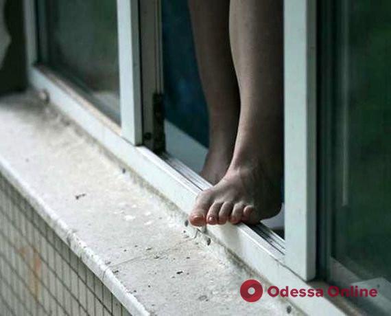 В Одессе женщина выпала из окна 6-го этажа (обновлено)
