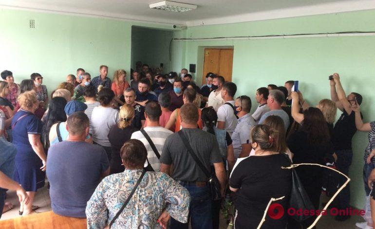 Требуют не закрывать на карантин рынок и магазины: в Болграде предприниматели ворвались в здание райгосадминистрации