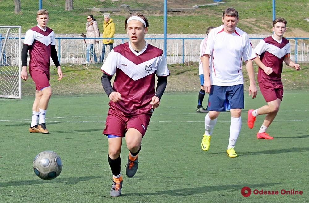 Одесский футболист исполнил акробатический аут (видео)