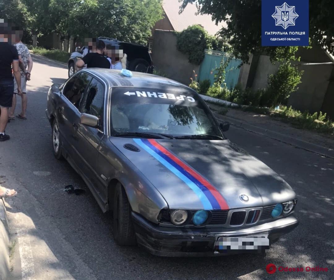 Пьяный водитель перекрыл дорогу в Одессе и сбил патрульного (фото)