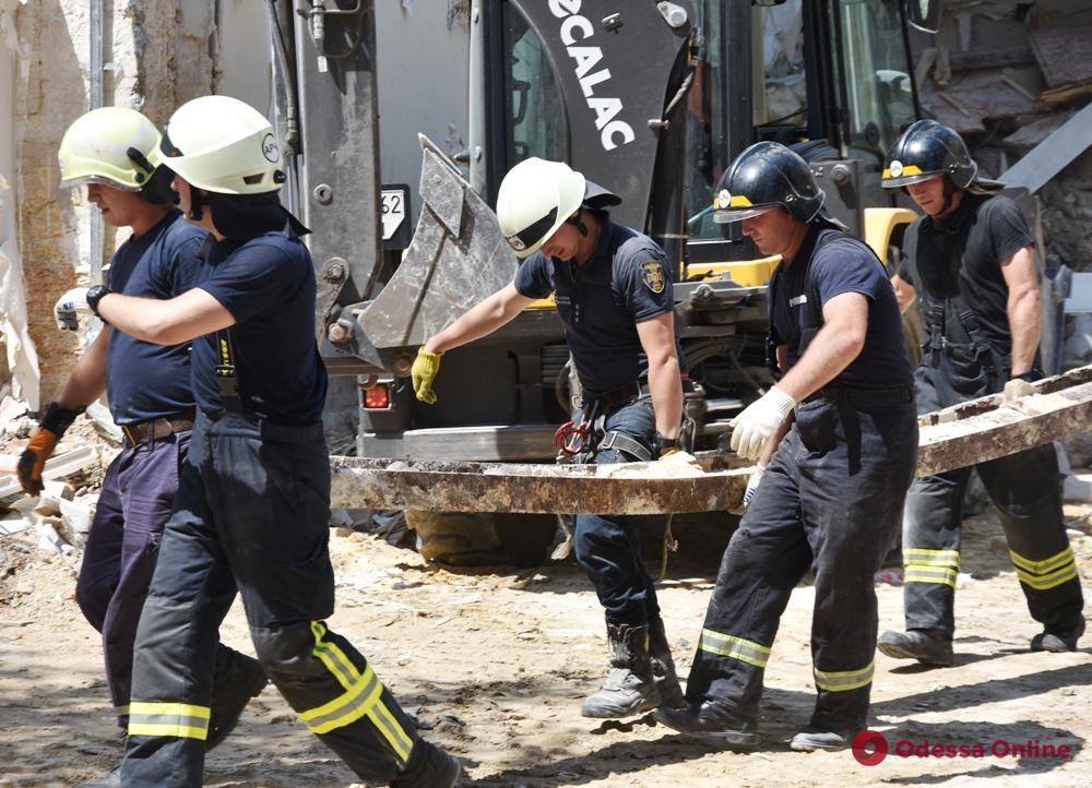 Спасатели закончили разбор завалов на Ясной (фото)